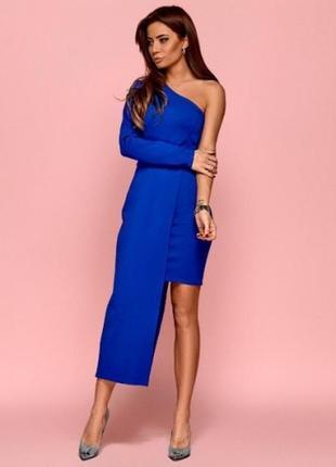 Платье на одно плечо ярко-синего цвета