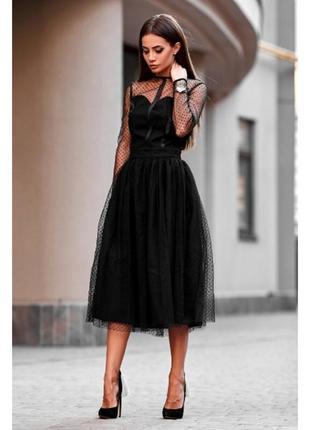Платье черного цвета с сеточной отделкой