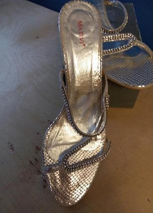 Босоножки шлепки нарядные серебро кожа тонкие ремешки каблук  ...