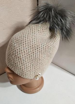 Женская мохеровая бежевая шапка на флисе с натуральным меховым...