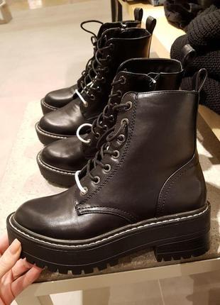 Ботинки на низком каблуке с двойной шнуровкой, stradivarius! о...
