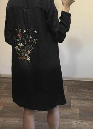 Стильное платье рубашка с вышивкой на спине