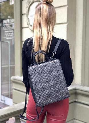 Каркасный сумка-рюкзак черного цвета со вставкой серебро