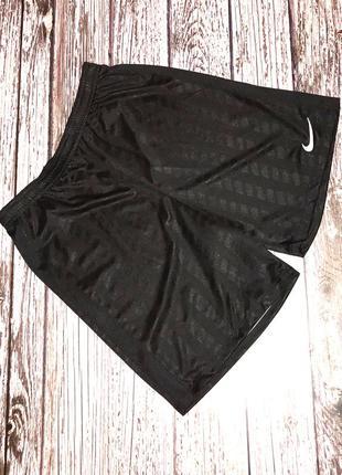 Фирменные шорты nike для мужчины, размер xl (48-50)