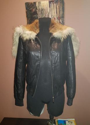 Куртка кожаная с капюшоном из меха лисы