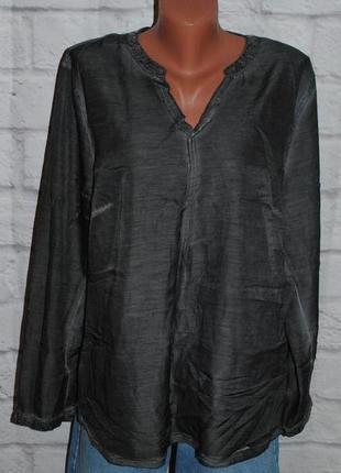 Блуза декорированная пайетками  (италия)