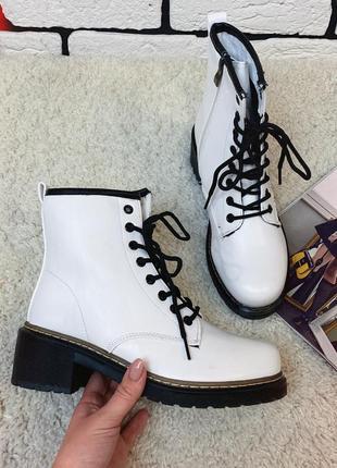 Женские демисезонные ботинки белые