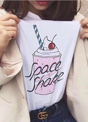 Трикотажная футболка в оригинальный принт