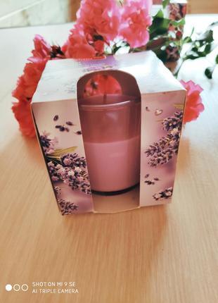 Свечи премиум класса в стеклянном стакане и упаковке с аромато...