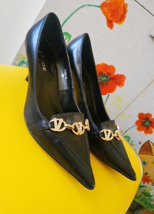 Кожаная обувь туфли monroe италия на среднем каблуке