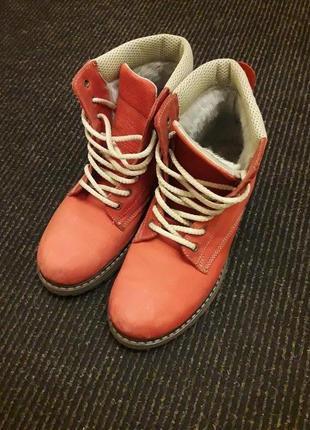 Зимние ботинки р.39 270 грн.