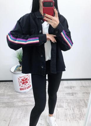 Джинсовка оверсайз с лампасами джинсовая куртка пиджак