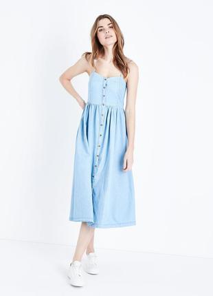 Джинсовое платье миди на пуговицах спереди new look длинный го...