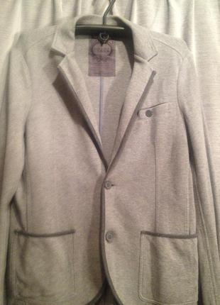 Оригинальный мужской трикотажный пиджак.201