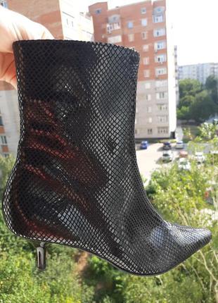Гламурные ботинки ботильоны под питона италия