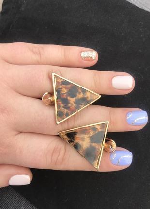 Трендовые  серьги сережки треугольники дельта леопардовые