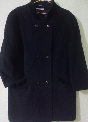 Стильное шерстяное пальто большого размера