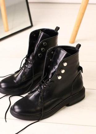 Зимние черные кожаные сапоги на цигейке