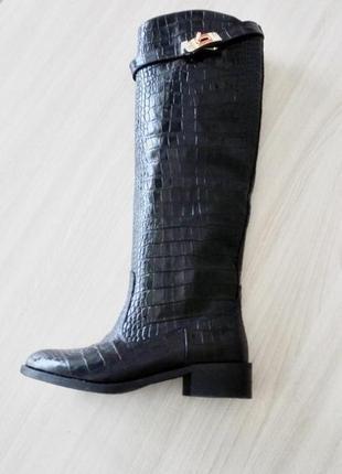 Женские зимние черные сапоги, кожа крокодил