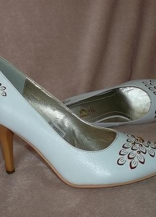 Кожаные белые свадебные туфли рр. 35