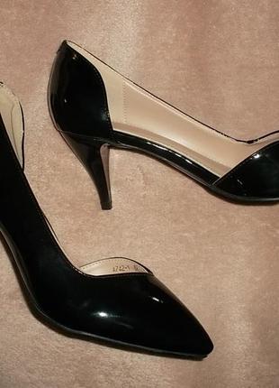 Элитная модель классических туфлей на невысоком каблучке