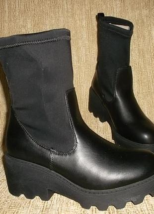 Стильные ботинки на тракторной подошве стелька 23,2 см.