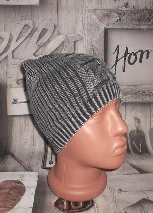 Стильная молодежная шапка rbk