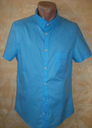 Олубая рубашка с коротким рукавом