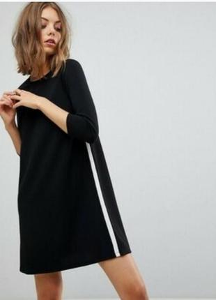 Нереальное платье прямого кроя с полосами по боках esmara