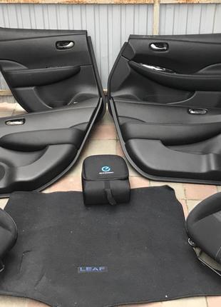 Салон карточка двери коврик пол Nissan Leaf 2018-2019 87105-5SA1C