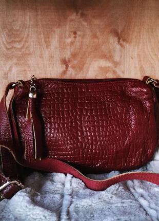 Кожаная модная сумочка под рептилию, бордо модель 2018