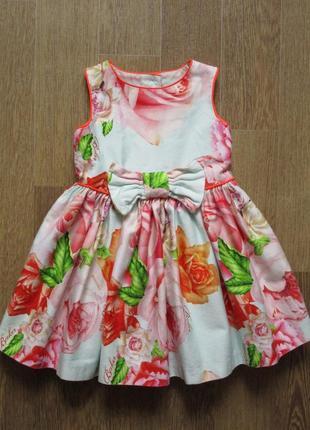Пышное нарядное платье в розах