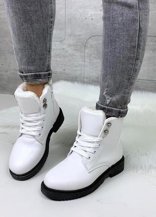 Стильные белые зимние ботинки, зимние ботинки на низком каблуке.