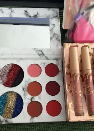 Набор косметики тени , помады и спонжики