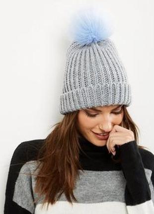 New look шапка с отворотом и помпоном