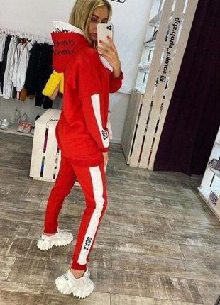 Шикарный красный спортивный костюм с капюшоном