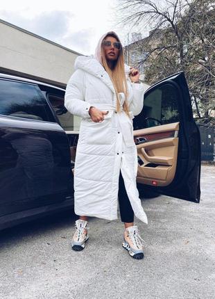 Шикарное белое пальто с капюшоном