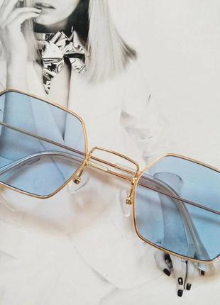 Солнцезащитные геометрические очки  с цветной линзой голубой