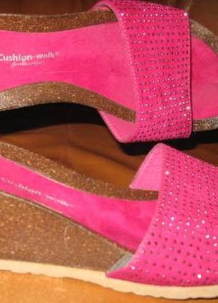 Рожеві босоніжки cushion walk еко замша р38