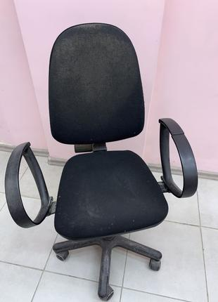 Кресло компьютерное на колесах