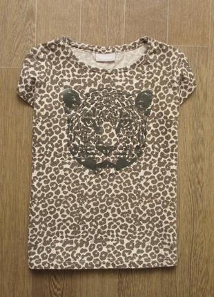 Леопардовая футболка в стиле саванна