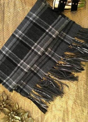 Серый шерстяной мягкий шарф в клеточку