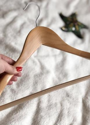 Деревянная вешалка плечики с широким плечом для одежды
