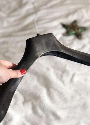 Чёрные широкие плечики вешалка для верхней одежды