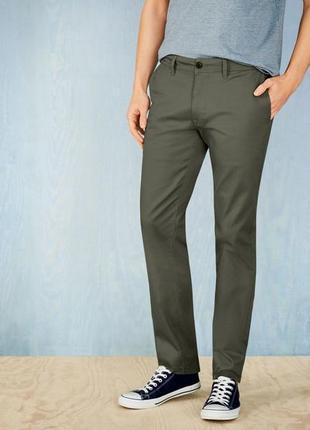 Стильные мужские штаны чиносы цвета хаки livergy