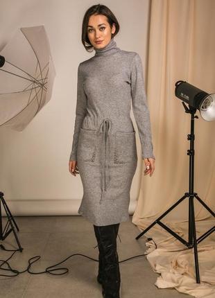 Трикотажное платье миди длины