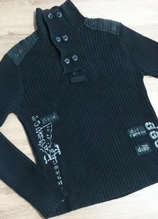 Идеально черный свитер под горло