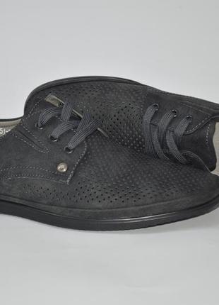 Практичные мужские летние туфли