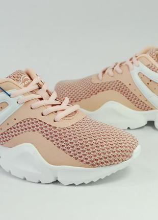 Яркие женские кроссовки для бега