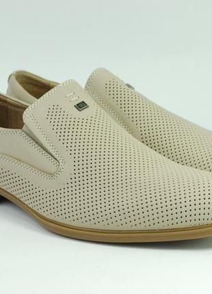 Мужские летние туфли бежевого цвета выполнены из натуральной кожи